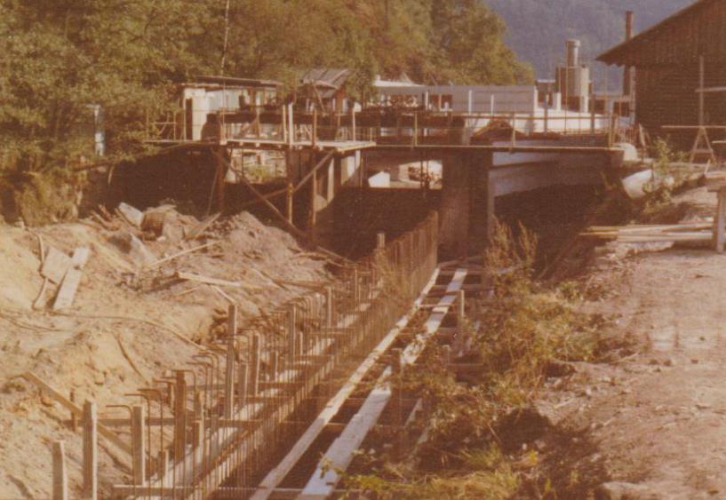 Bau eines großen Walzdrahtlagers samt zugehöriger Brücke